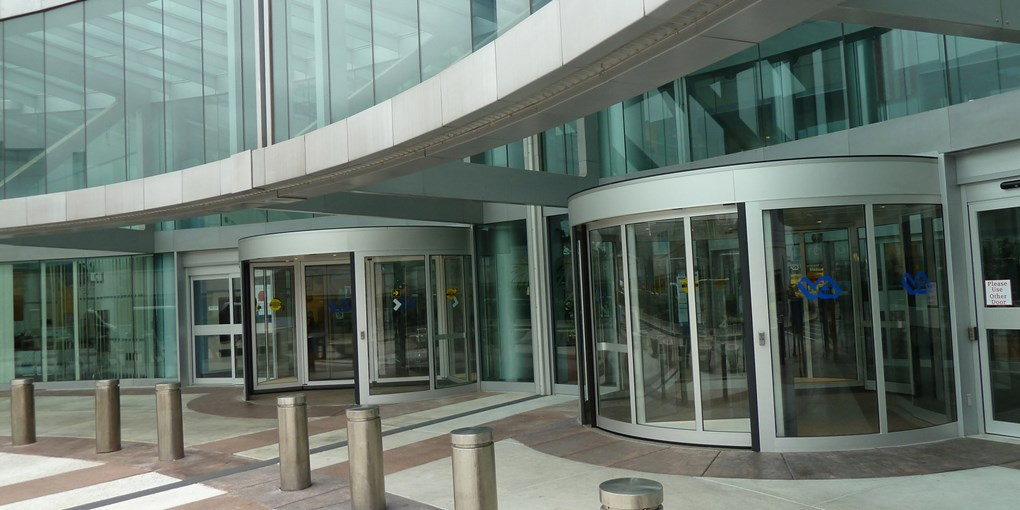 Two-wing-high-capacity-revolving-door-3 & Two-Wing High Capacity Revolving Automatic Doors   Besam UniTurn ...