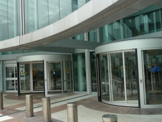 Two-wing-high-capacity-revolving-door-3